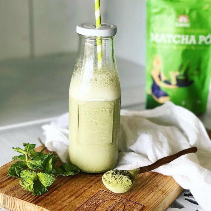 Iced matcha latte Iswari
